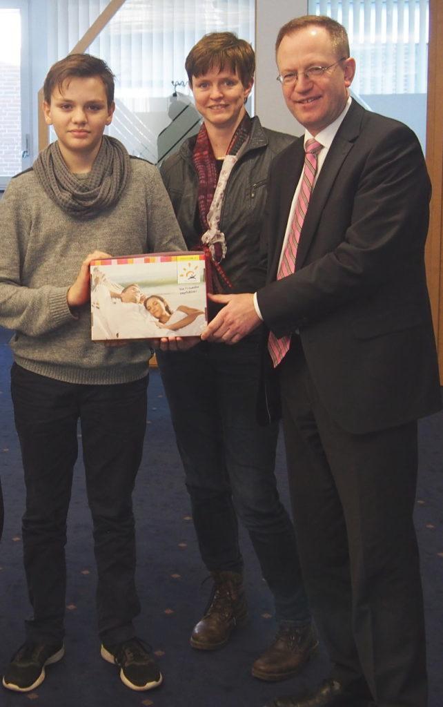 Familie Ruhnau gewinnt 1.000 Euro Reisegutschein beim Guter-Zweck-Adventskalender