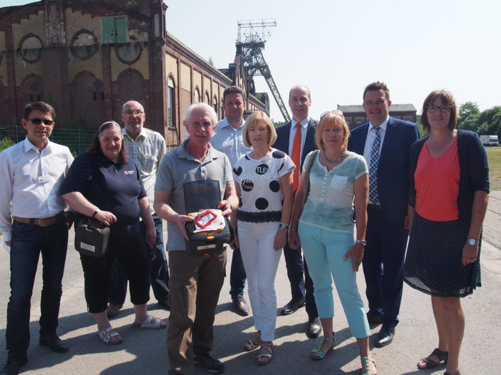 Bürgerstiftungs-Team läuft beim AOK-Firmenlauf für einen neuen Defibrillator