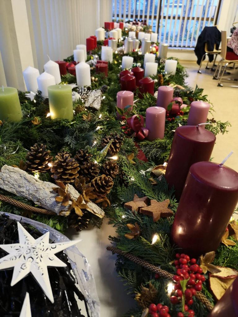 1350 Euro durch weihnachtliche Adventskranzversteigerung der Willi & Heti Schreckenberg Stiftung
