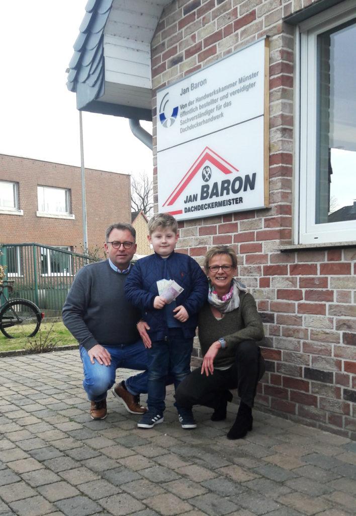 Dachdeckermeister Baron spendet 760 Euro an die Willi und Heti Schreckenberg Stiftung