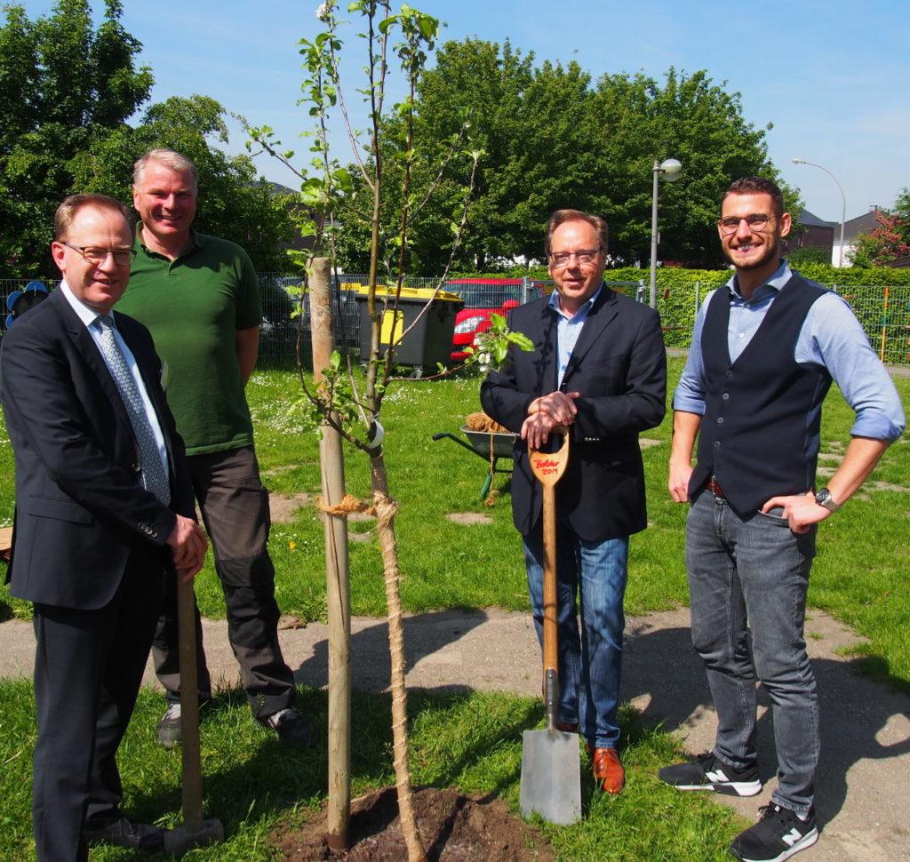 Bürgerstiftung EmscherLippe-Land pflanzt 12. Stiftungsbaum in Waltrop
