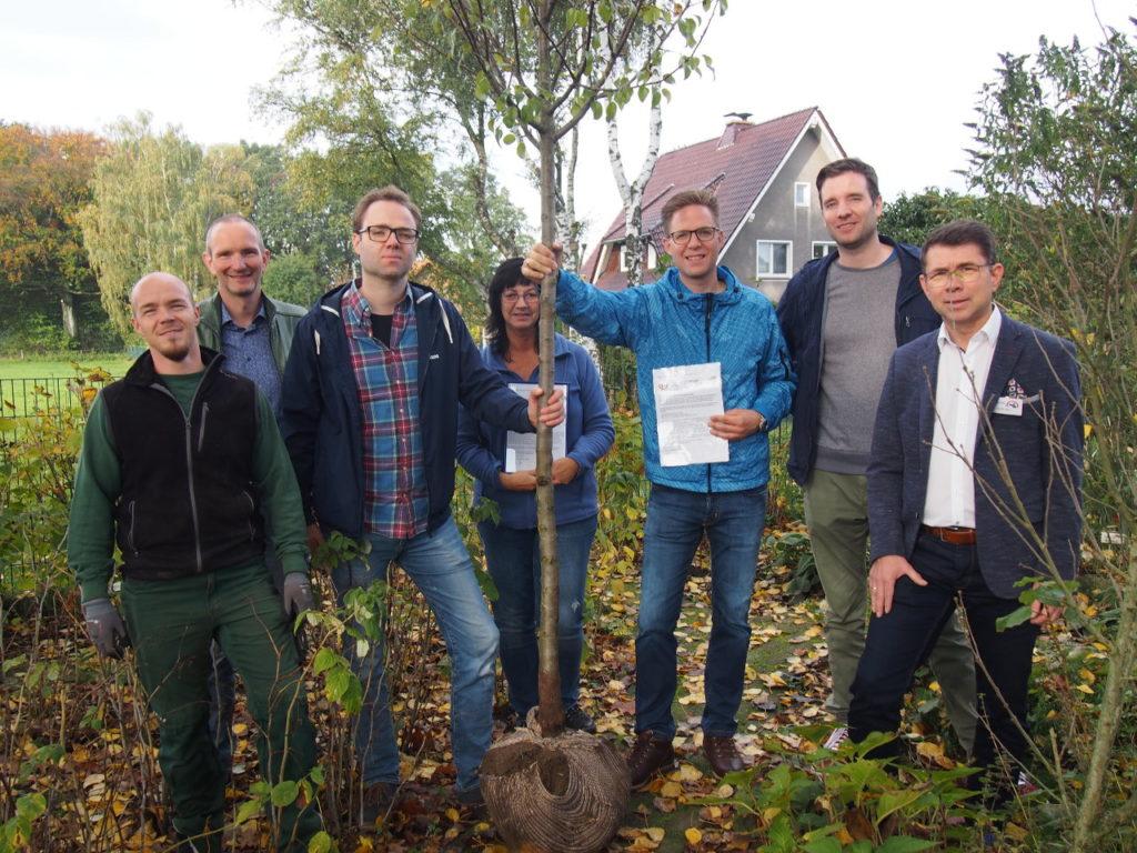 Waldorfkindergarten freut sich über Birnenbaum von der Bürgerstiftung EmscherLippe-Land