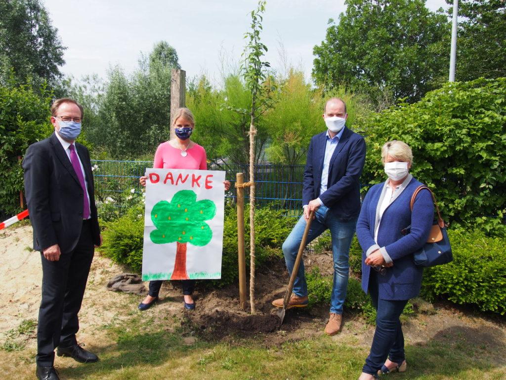 Bürgerstiftung EmscherLippe-Land pflanzt 15. Stiftungsbaum in Waltrop